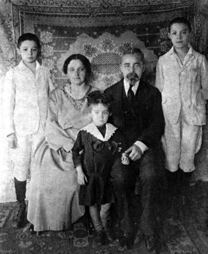 Іван Огієнко з родиною