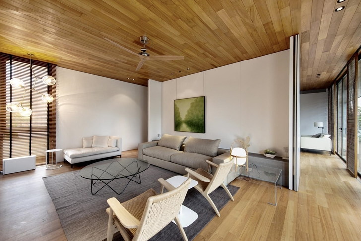Sitting room in The Wall House by FARM Architects