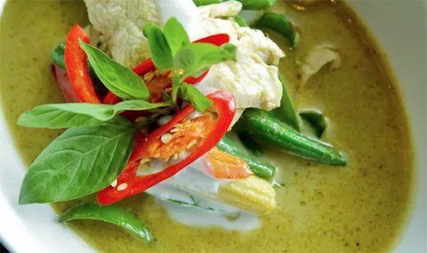 去泰國必吃的十道菜!綠咖喱雞