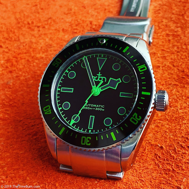 Octon automatic dive watch black green