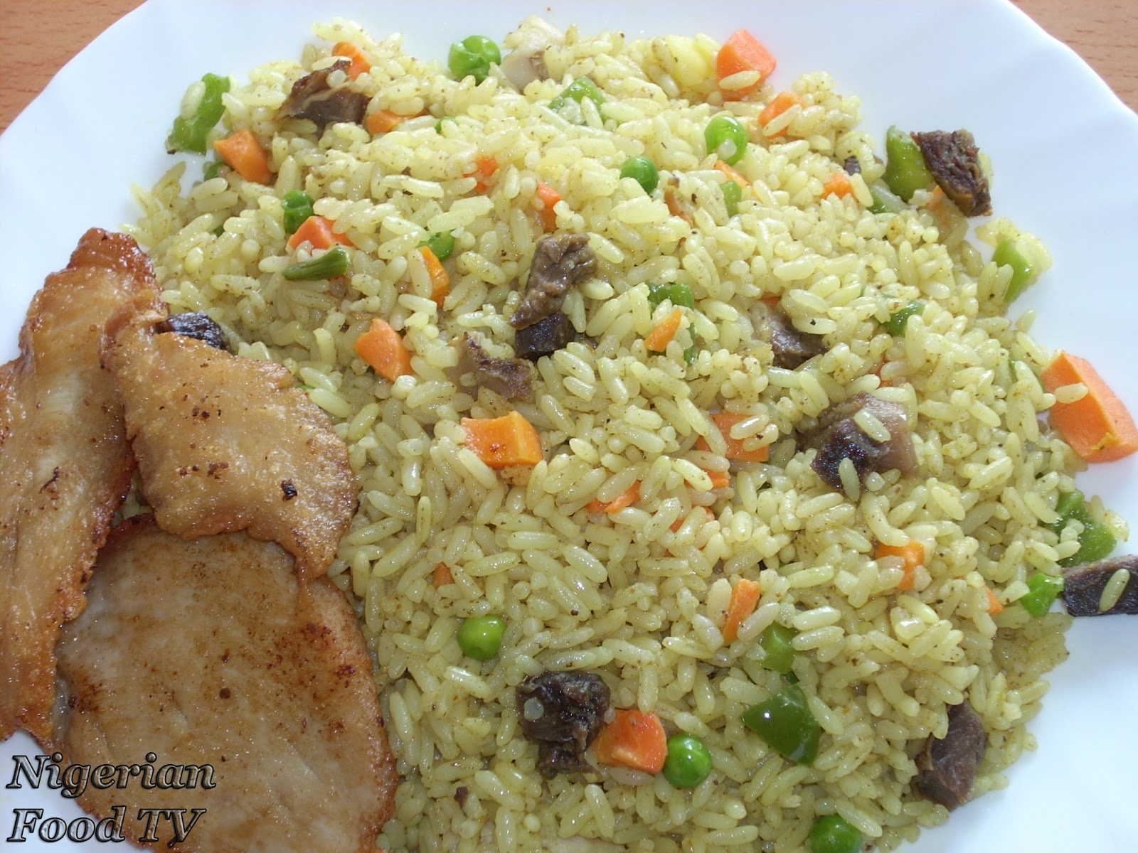 make nigerian fried rice,prepare nigerian fried rice