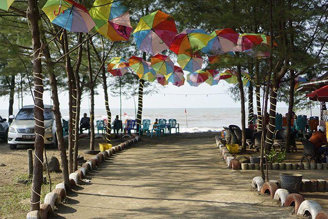 Pantai Payung Sewu di Batang