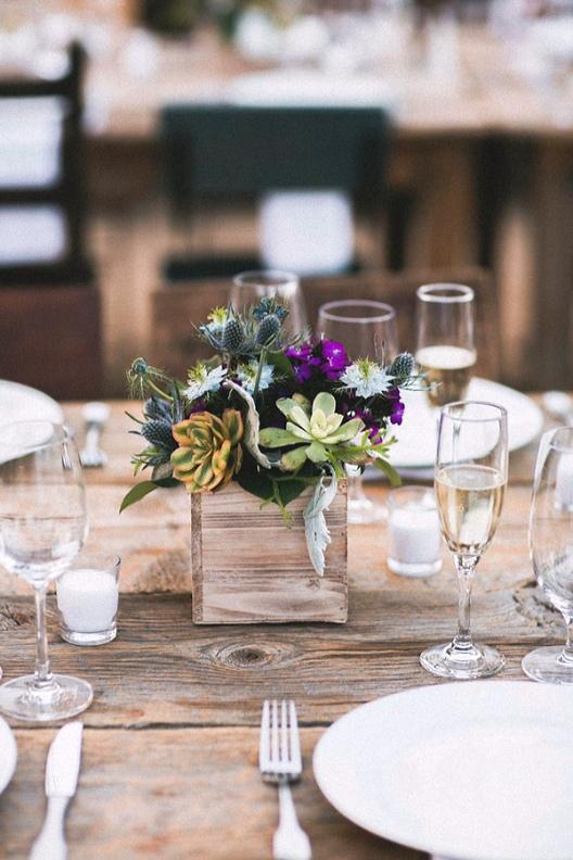 detalle floral para mesa de boda chicanddeco