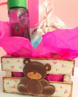 http://www.solountip.com/2013/05/bolos-para-baby-shower-nino.html