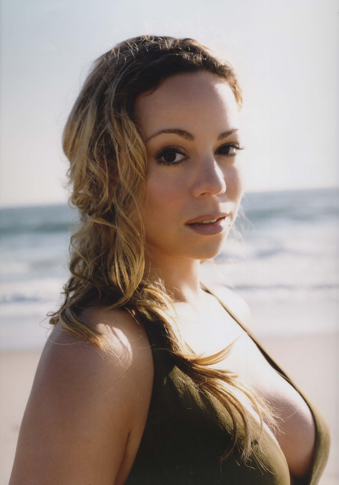 News Center: Mariah Carey Biography In Different Way