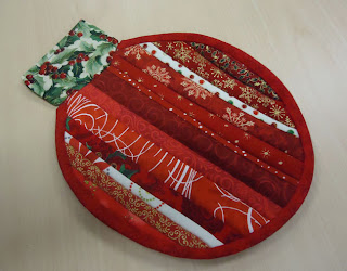 Red Christmas Ornament Mug Rug