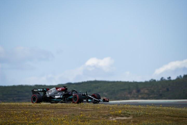 Lewis Hamilton wygrywa w Hiszpanii
