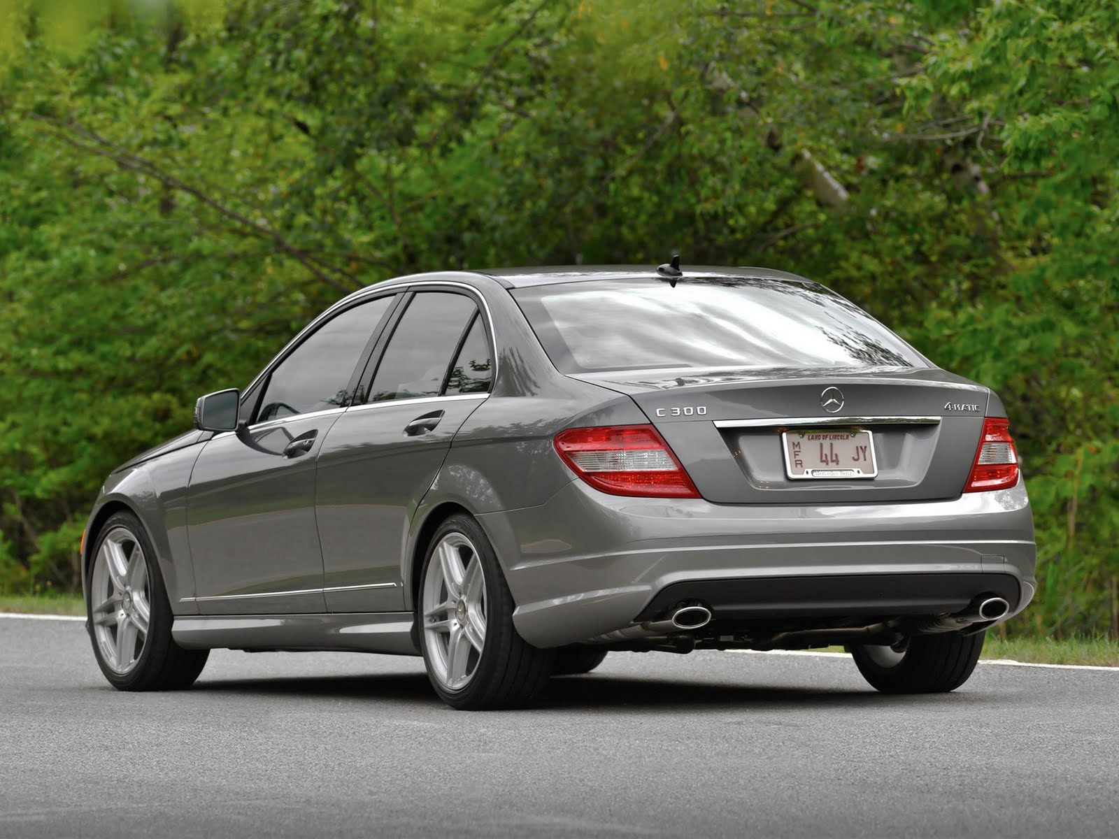 Drag race thailand 2011 mercedes benz c class c300 for 2011 mercedes benz c class c300