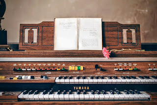 This organ is similar to the one my Grandma had.