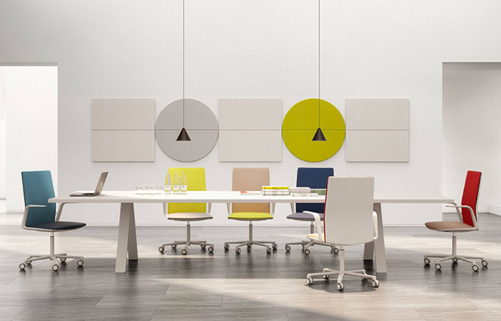 Sedie da ufficio di design per coniugare estetica e for Sedute da ufficio