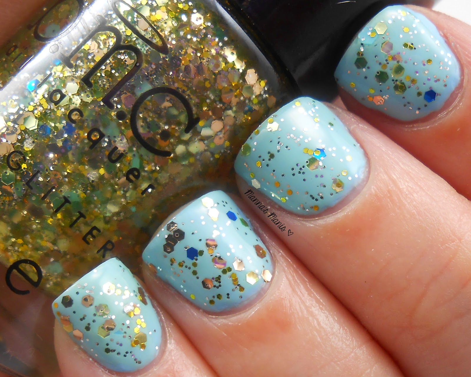 BMC i bleed glitter, a gold and blue glitter nail polish