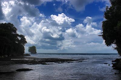 Salah satu sudut di Pantai Madasari, mirip Pantai Baron di Gunungkidul.