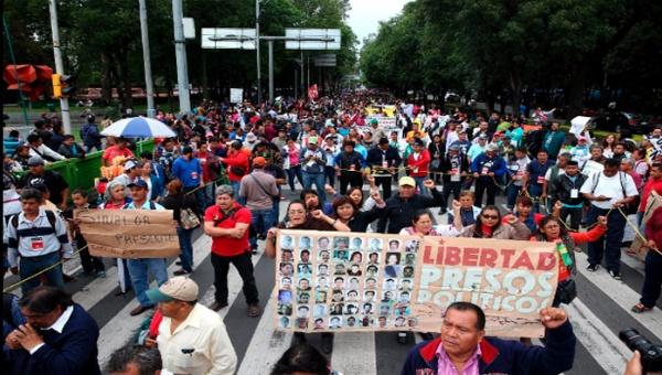 Prosiguen maestros mexicanos manifestaciones contra la reforma educativa