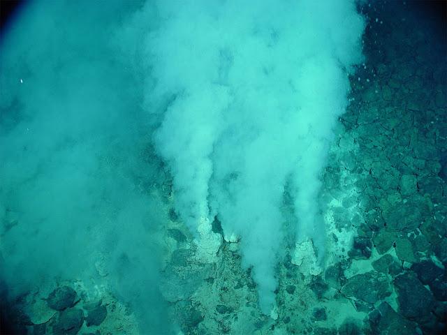 Fontes hidrotermais nos oceanos da Terra