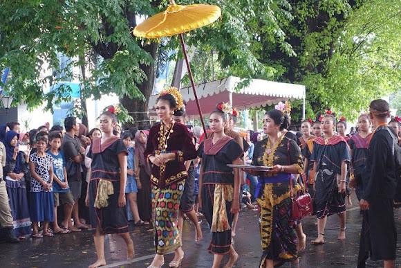 Tradisi Suku Sasak menikah muda