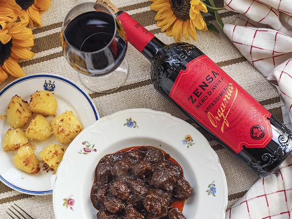 Italialaisen illan secondi piati – paakarin pippurinen lihapata ja luomuviinisuositus