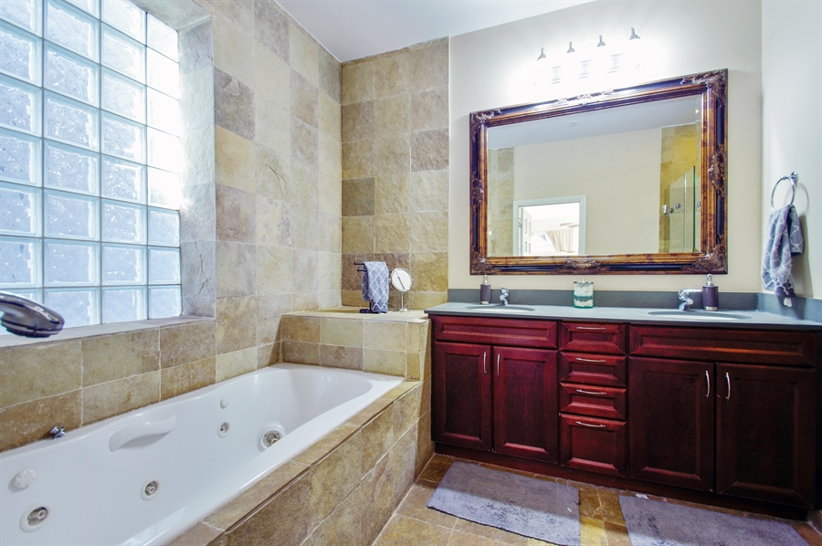 En Suite Bathroom With Separate Toilet: The Chicago Real Estate Local