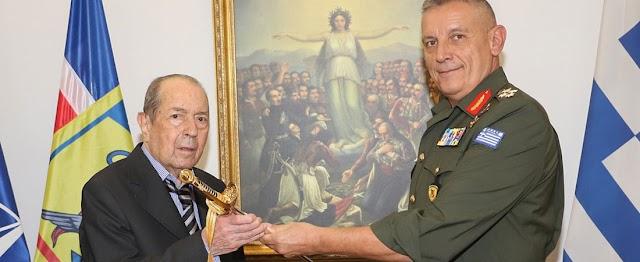 Εθνικός Ευεργέτης για παράσημο: 23 εκ ευρώ και 60 αποβατικά στις Ένοπλες Δυνάμεις!