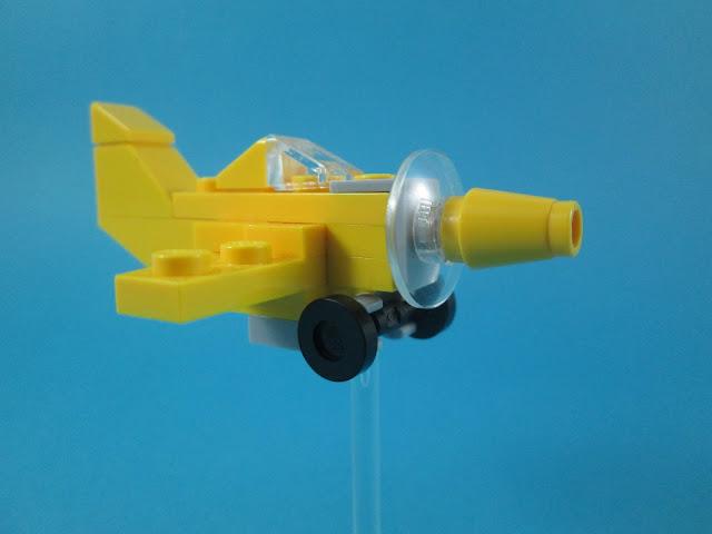 MOC LEGO pequeno avião amarelo em micro escala.