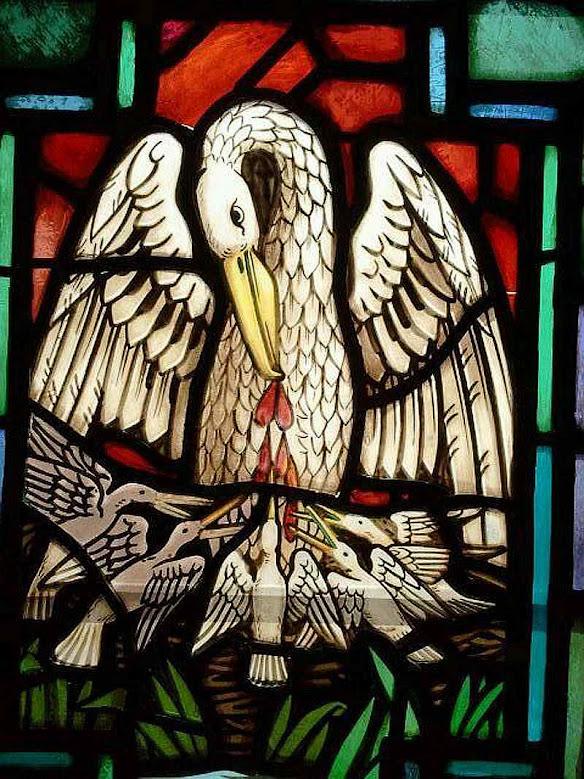 Jesus, piedoso pelicano que da Seu Sangue para alimentar os filhotes. Igreja de Nossa Senhora das Dores. Phoenix, Arizona