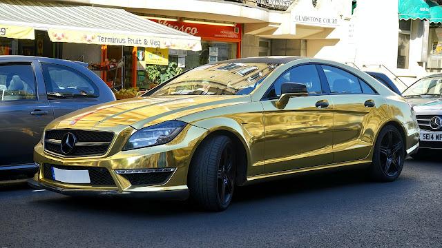 السيارة المصنوعة من ذهب