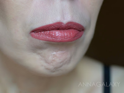 Как смотрится на губах Губная помада Faberlic HD Color 40200 затмение нюда