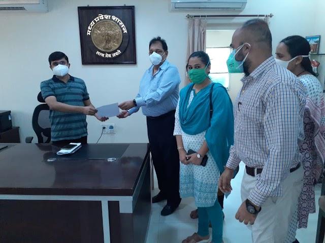 कलेक्टर को ज्ञापन सौंपकर हड़ताल पर गए अधिकारी.. छिंदवाड़ा में कांग्रेस नेताओं द्वारा SDM के चेहरे पर कालिख पोतने की घटना से आक्रोश.. डिप्टी कलेक्टरों के समर्थन में आए तहसीलदार और राजस्व अधिकारी कर्मचारी संगठन..