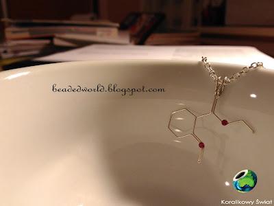 chemiczny naszyjnik