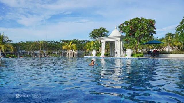 Club House CitraLand Bagya City : Kolam Renang dengan Konsep Infinity Pool
