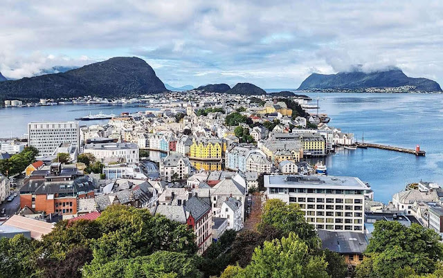Things to do in Alesund Norway: Aksla Viewpoint