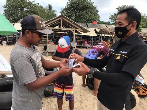 Pengunjung Pantai Anyer Padat, Protokol Kesehatan Dalam Pengawasan Polda