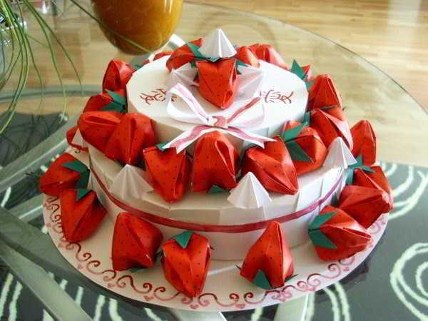Pastel de fresas al estilo origami