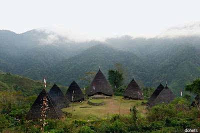 tempat wisata desa wae rebo flores