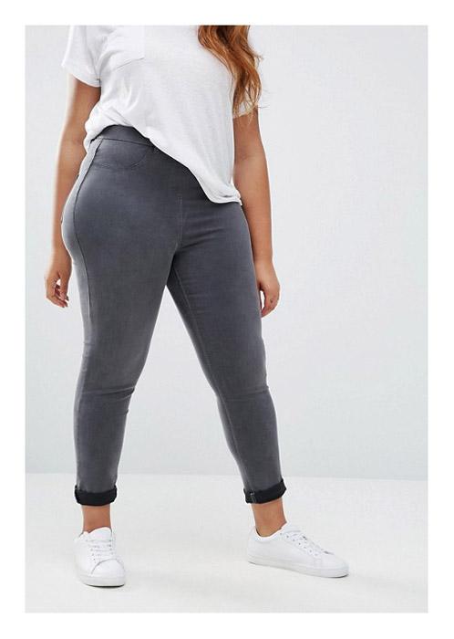 Округлая попка в джинсах, жопастая на улице видео