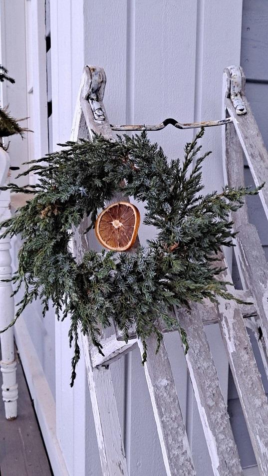 havutyöt, havukranssi,diy,kranssin sidonta, joulukoriste, puutarhan talvi, wreath