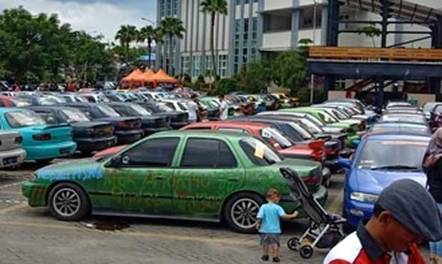 Deretan mobil Timor yang diparkir di halaman Balai Kota Among Tani Kota Batu. Para penghobi mobil Timor berupaya tetap eksis dan menolak punah. Foto: @tasikmalaya_sti for BATUKITA.com
