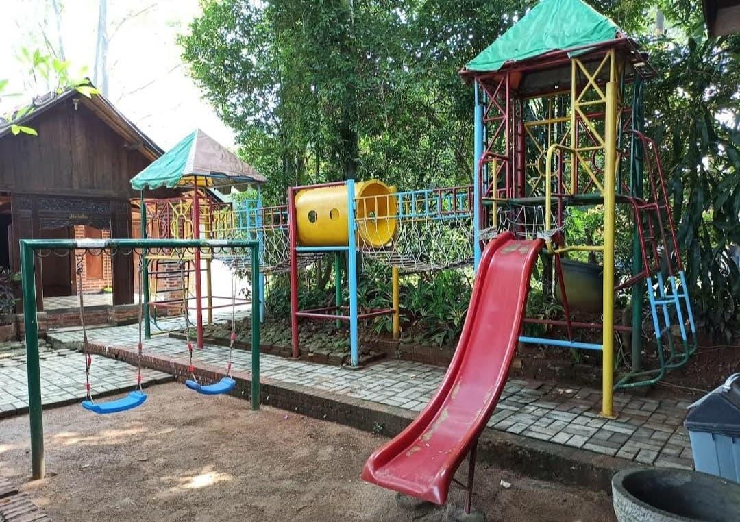 playground bukit pelayangan resto