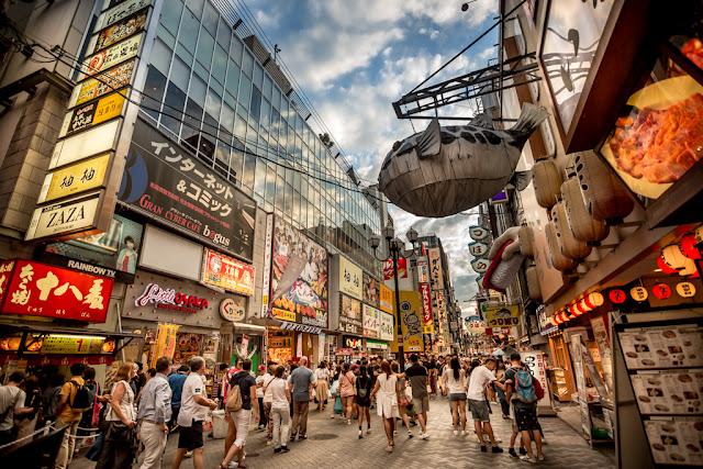 Más oferta de pez globo en el concurrido centro de Osaka :: ISO200 | Canon 17-40@17mm | f/4.0 | 1/320s