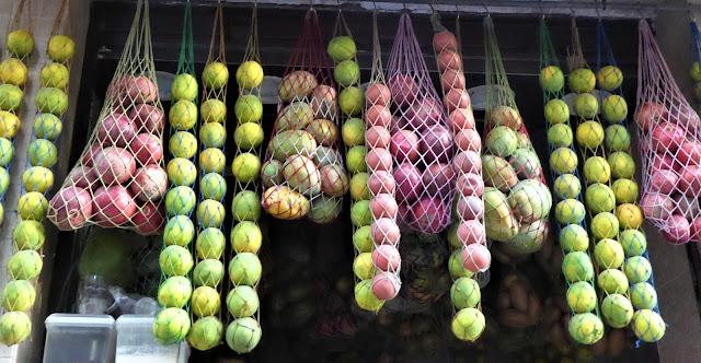 frutta e verdure conservate nelle retine