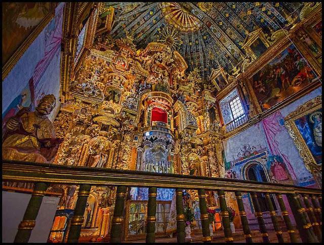 Igreja de São Pedro, em Andahuaylillas, Peru, com forte contributo de indígenaa cristianizados, patenteia o resgate moral feito pela civilização católica.