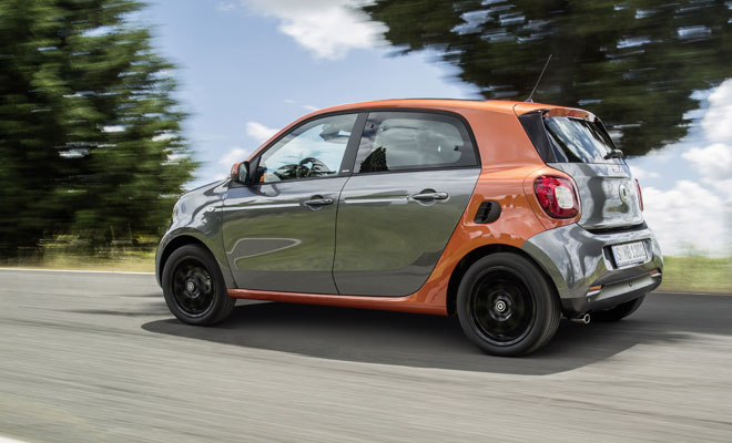 2015 new Smart ForFour side view, driving