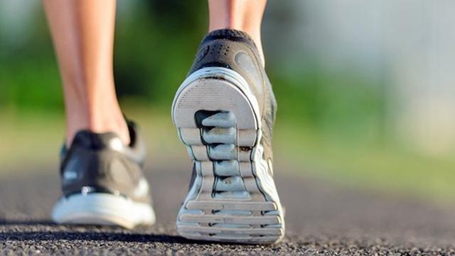 Sepatu Terbaik dan Terburuk untuk Kaki Kita, Menurut Studi