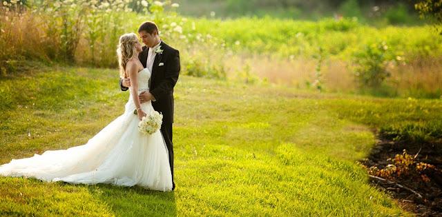 Wedding Photography merupakan salah satu jenis genre fotografi yang banyak peminatnya, hampir semua pasangan yang mau menikah melakukan foto ini