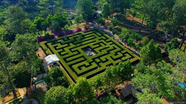 Taman Labirin di Resort Simalem