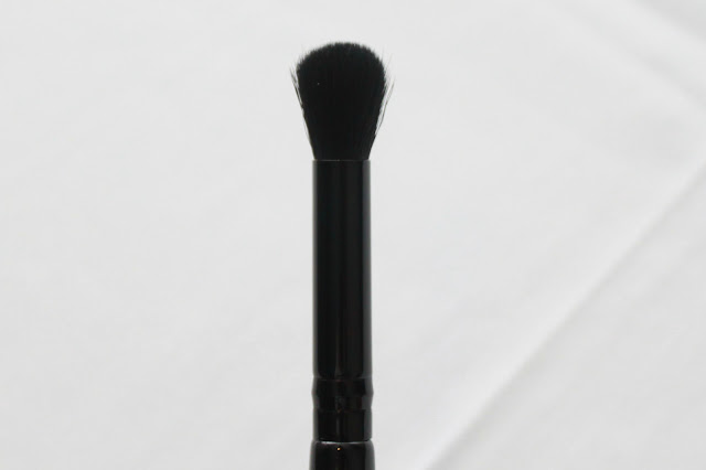 ROUND EYE SHADOW BLENDING BRUSH (E103)
