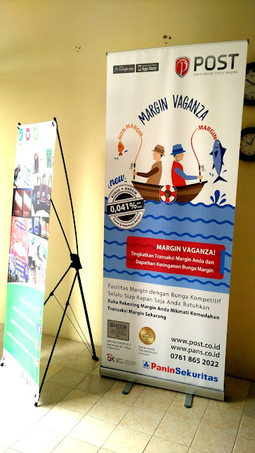Roll Up Banner POST