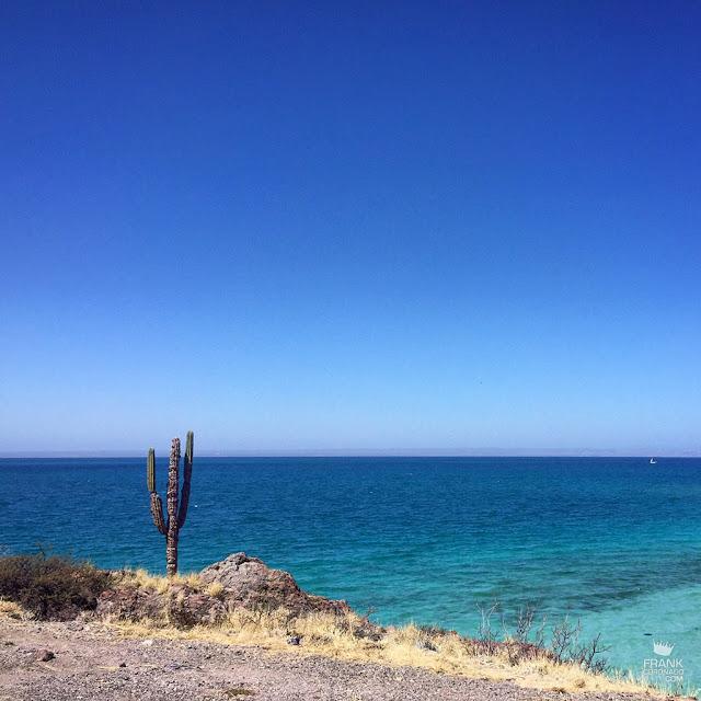 playa y desierto en la paz