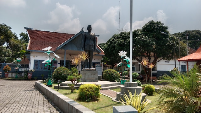 Patung Bung Karno di Istana Gebang