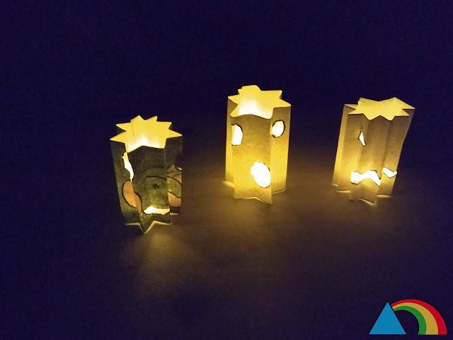 Farolillos de Halloween iluminados