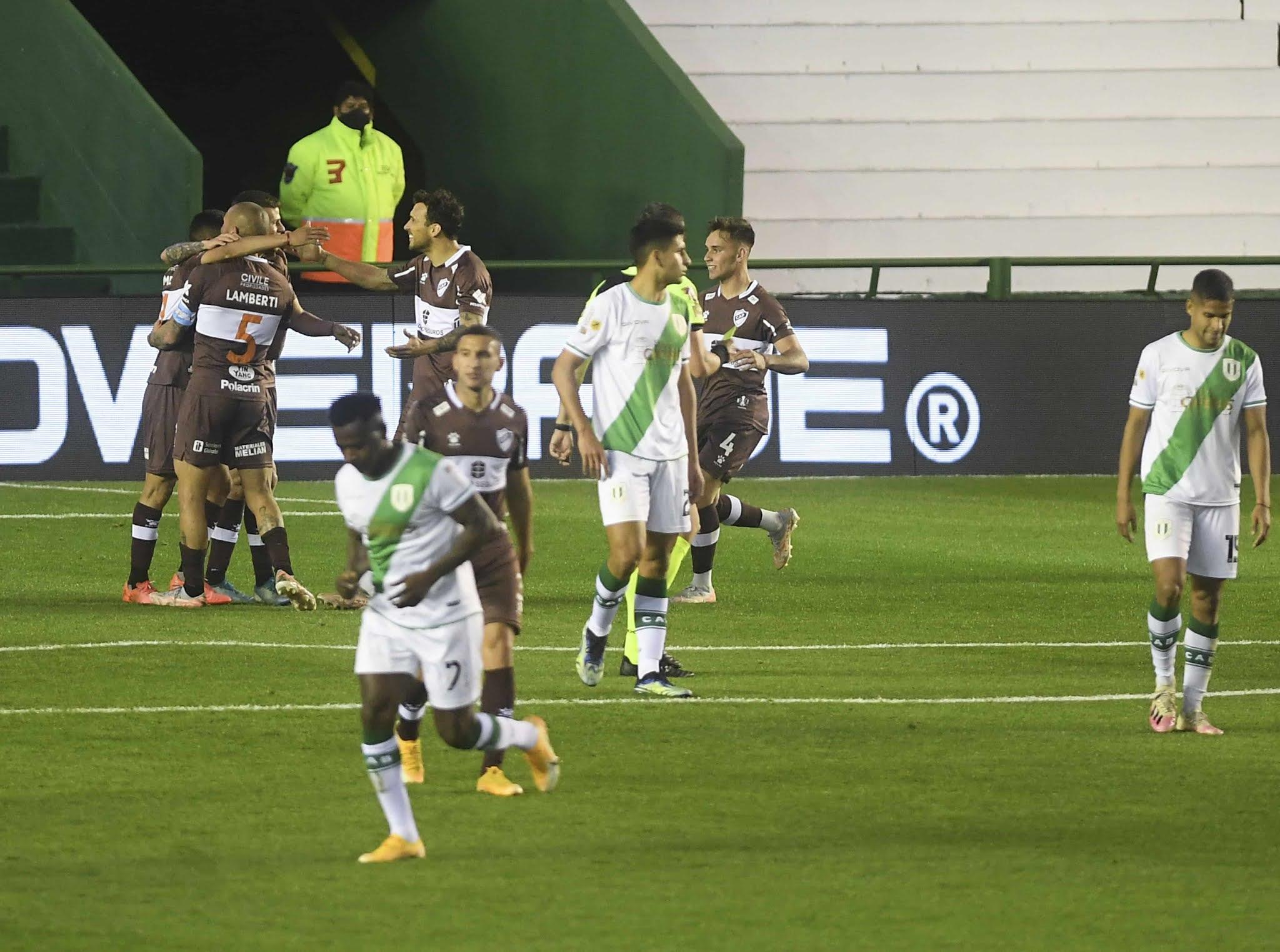 Platense volvió al triunfo ante Banfield en un partidazo en el Sur